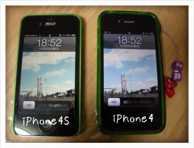 iPhone4s(左)とiPhone4