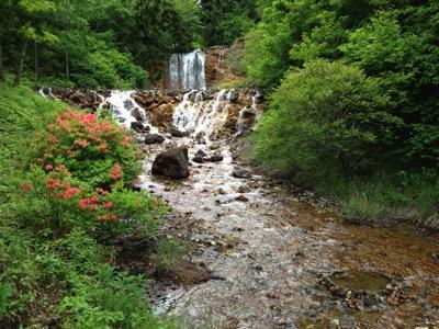 駐車場手前にある比較的大きな滝